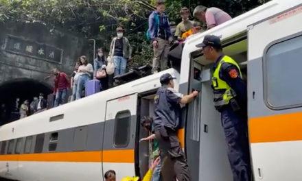 Σιδηροδρομικό δυστύχημα στην Ταϊβάν: Αγωνία για 70 εγκλωβισμένους