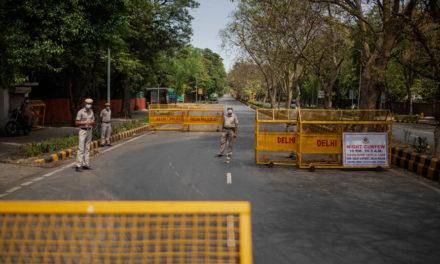 Σε εξαήμερο lockdown το Νέο Δελχί, σε νέο ρεκόρ τα κρούσματα covid-19