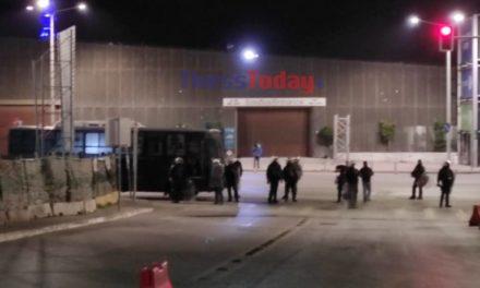 Θεσσαλονίκη: Αστυνομικές δυνάμεις απέκλεισαν το ΑΠΘ – Ένταση, χημικά και προσαγωγές