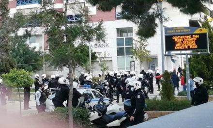 Καταγγελίες για αστυνομική βία στην πλατεία Νέας Σμύρνης (vid.)