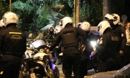 Πανόρμου: Καταγγελίες για αστυνομικούς που προκάλεσαν ζημιές σε σταθμευμένο όχημα – Τι λέει η ΕΛ.ΑΣ για τα επεισόδια – ΒΙΝΤΕΟ