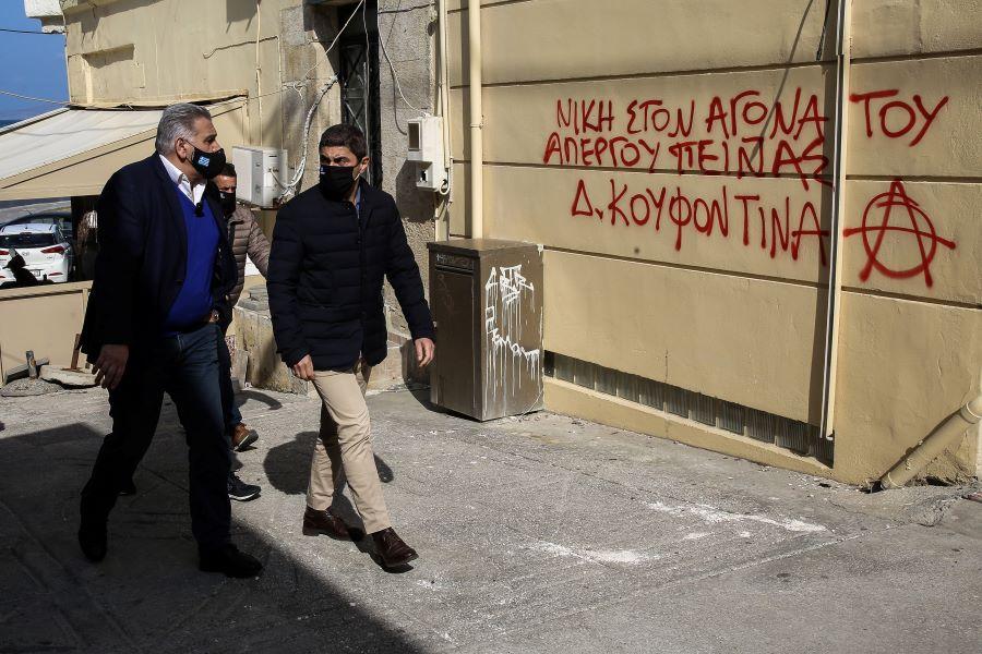 Επίθεση στο γραφείο του Αυγενάκη στο Ηράκλειο από υποστηρικτές του Κουφοντίνα – Ταραντίλης: «Η κυβέρνηση ούτε τρομοκρατείται, ούτε εκβιάζεται» – ΦΩΤΟ