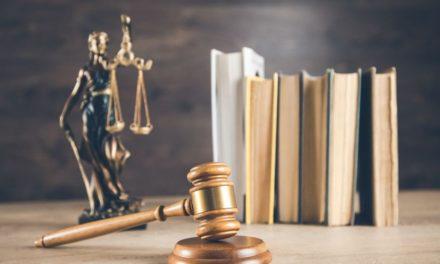Δικαστική απόφαση – βόμβα: Αντισυνταγματικήη απαγόρευσηκυκλοφορίας για την καταπολέμηση της πανδημίας