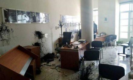 Στο Αυτόφωρο δικάζονται σήμερα οι δύο συλληφθέντες για την επίθεση υποστηρικτών του Κουφοντίνα στο γραφείο Αυγενάκη – ΒΙΝΤΕΟ – ΦΩΤΟ
