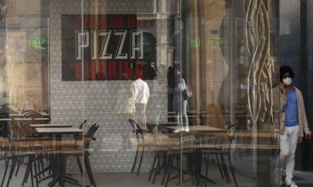 Βήμα στην κανονικότητα για τους Ιταλούς από σήμερα, χαλαρώνουν οι περιορισμοί