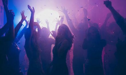 Κορονοπάρτι με 75 άτομα σε βίλα στην Αρτέμιδα – Συλλήψεις και πρόστιμα / ΒΙΝΤΕΟ