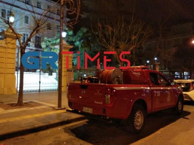 Θεσσαλονίκη: Επίθεση με μολότοφ στο Υπουργείο Μακεδονίας Θράκης – ΒΙΝΤΕΟ – ΦΩΤΟ