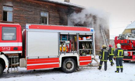 Φωτιά σε παράνομο ξενώνα στη Λετονία: Απανθρακώθηκαν 8 άνθρωποι
