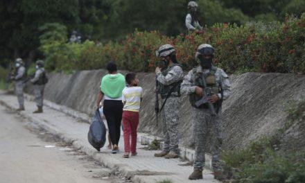 Μάχες στα σύνορα Βενεζουέλας-Κολομβίας, στον ΟΗΕ καταφεύγει το Καράκας
