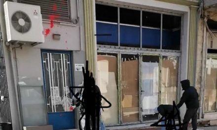 Επίθεση με μπογιές στα γραφεία της ΝΔ στην Ξάνθη από υποστηρικτές του Κουφοντίνα – ΦΩΤΟ