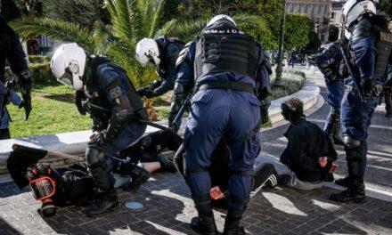 Πανεκπαιδευτικό συλλαλητήριο: Συνεχίστηκαν τα επεισόδια, τα χημικά και οι προσαγωγές /ΒΙΝΤΕΟ