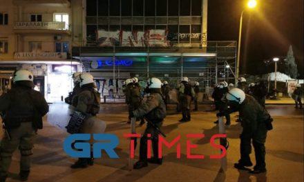 Επεισόδια μεταξύ ΕΛΑΣ και διαδηλωτών στην Καμάρα – Περισσότερες από 10 προσαγωγές /ΒΙΝΤΕΟ