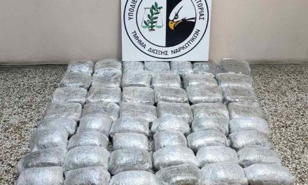 Καταδίωξη για διακινητές ναρκωτικών – Μετέφεραν με αυτοκίνητο 53 κιλά κάνναβη – ΦΩΤΟ
