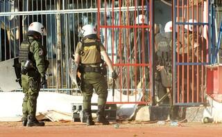 Νέα επεισόδια με τους οπαδούς στη Νέα Σμύρνη, κρότου – λάμψης έριξε η αστυνομία