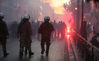 Οπαδοί του ΠΑΟΚ στο κέντρο της Αθήνας – Ισχυρή αστυνομική παρουσία – ΒΙΝΤΕΟ
