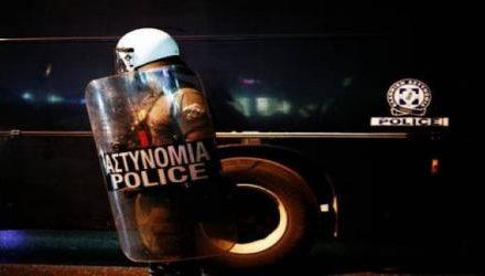Πάτησαν στο πόδι με το αυτοκίνητο αστυνομικό των ΜΑΤ