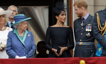 Οργή για την επίθεση του πρίγκιπα Χάρι στον πατέρα του – Αναστατωμένη η βασίλισσα Ελισάβετ