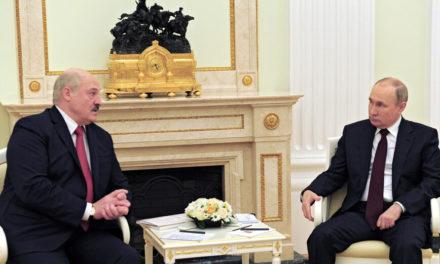 Ο Πούτιν υποδέχεται σήμερα στο Σότσι τον «προβληματικό του σύμμαχο» Λουκασένκο