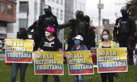 Τουλάχιστον 17 οι νεκροί και 846 τραυματίες στις διαδηλώσεις κατά φορολογικού νομοσχεδίου της κυβέρνησης