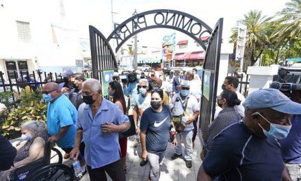 Αίρονται όλοι οι περιορισμοί στη Φλόριντα με απόφαση του κυβερνήτη
