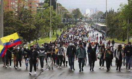 Παραιτήθηκε ο υπουργός Οικονομικών μετά από τις αιματηρές διαδηλώσεις κατά της φορολογικής μεταρρύθμισης