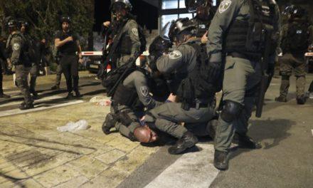 Εκατοντάδες πλέον οι τραυματίες στις συγκρούσεις στην Πλατεία των Τεμενών στην Ιερουσαλήμ