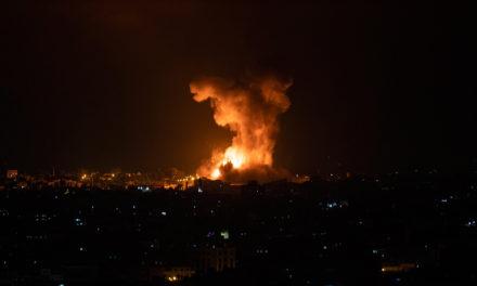 Σκηνικό ανάφλεξης στη Μέση Ανατολή, ολονύχτια πλήγματα με τουλάχιστον είκοσι νεκρούς στη Λωρίδα της Γάζας