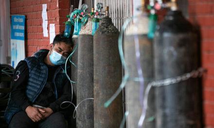 Στο χάος βυθίζεται και το Νεπάλ λόγω της ραγδαίας αύξησης κρουσμάτων κορονοϊού