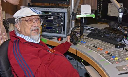 Έκανε 51 χρόνια ραδιοφωνική εκπομπή – Ο 96χρονος DJ αποχαιρέτησε τους ακροατές του