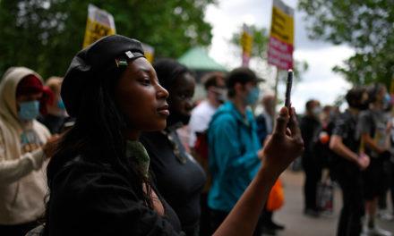 Πυροβόλησαν στο κεφάλι βρετανίδα ακτιβίστρια του κινήματος Black Lives Matter