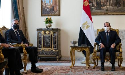 Έφτασε στην Αίγυπτο ο Άντονι Μπλίνκεν, συνάντηση με τον πρόεδρο αλ-Σίσι