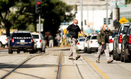 Τουλάχιστον οκτώ νεκροί και πολλοί τραυματίες από τους πυροβολισμούς στην Καλιφόρνια