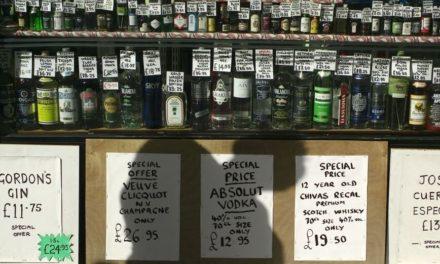 Αριθμός ρεκόρ θανάτων από αλκοόλ στη Βρετανία εν μέσω lockdown