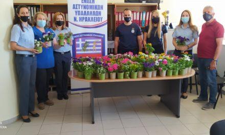 Τίμησαν την μητέρα – αστυνομικό στο Ηράκλειο Κρήτης