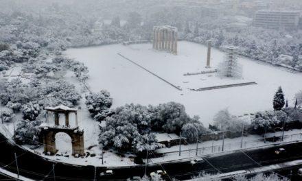 """""""Μήδεια"""": Η χιονισμένη Αττική από ψηλά… σαν σκηνικό παραμυθιού – ΒΙΝΤΕΟ από drone"""