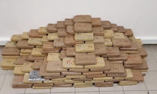 Κατάσχεση 324 κιλών καθαρής κοκαΐνης και σύλληψη τριών ηγετικών στελεχών διεθνούς κυκλώματος – Το κέρδος θα έφτανε τα 100 εκατ. ευρώ