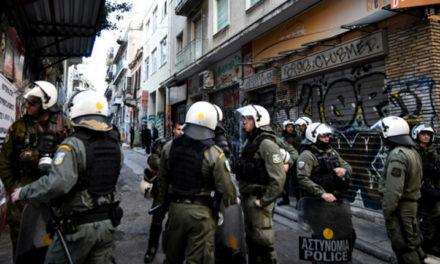 Σε εξέλιξη αστυνομική επιχείρηση στην οδό Δερβενίων στα Εξάρχεια