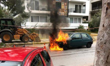 Γλυφάδα: Αυτοκίνητο τυλίχτηκε στις φλόγες – Αστυνομικός έσωσε γιαγιά και παιδί που ήταν μέσα /ΒΙΝΤΕΟ