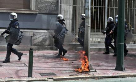 Επεισόδια στο κέντρο της Αθήνας – Τραυματίστηκε αστυνομικός