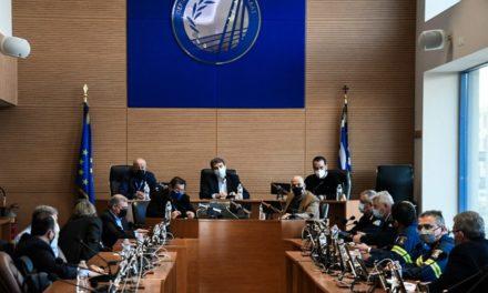 """Μ. Χρυσοχοΐδης στην Πάτρα: Ξεχάστε τα Καρναβάλια – Βάλτε """"πλάτη"""" να το ξεπεράσουμε – Αντεξουσιαστές επιχείρησαν να εισβάλουν στη σύσκεψη"""
