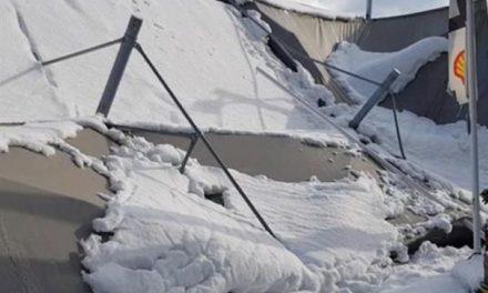 Απίστευτο: Κατέρρευσε στέγη βενζινάδικου από το χιόνι στο Χαϊδάρι – ΒΙΝΤΕΟ – ΦΩΤΟ