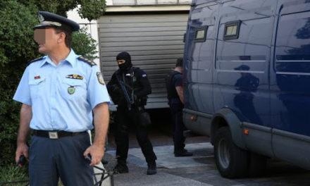 """Το σχέδιο για """"τηλεδίκες"""" στα Ελληνικά Δικαστήρια – Πώς η ψηφιακή εποχή θα """"απελευθερώσει"""" 800 αστυνομικούς από τις μεταγωγές"""