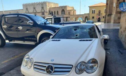 Η στιγμή που ο υπαστυνόμος καταστρέφει το αυτοκίνητο του αστυνομικού διευθυντή – ΒΙΝΤΕΟ