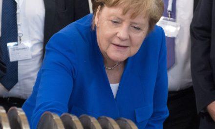 Η Μέρκελ προβλέπει «γιγαντιαίες» γερμανικές κρατικές επενδύσεις στη βιομηχανία μετά από την πανδημία