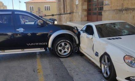 Τι αναφέρει ο αστυνομικός που έσπασε το αυτοκίνητο του διευθυντή του