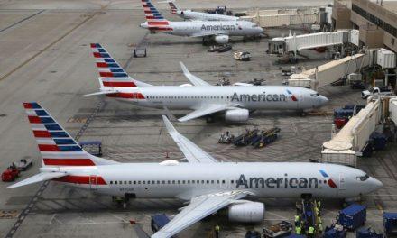 Πίεση από τις μεγάλες αεροπορικές εταιρίες στην κυβέρνηση για άρση των ταξιδιωτικών περιορισμών
