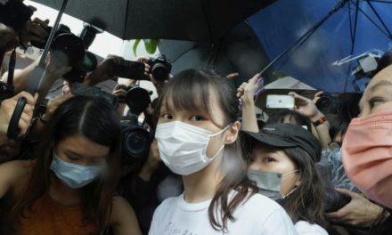 Ελεύθερη η ακτιβίστρια υπέρ της δημοκρατίας Άγκνες Τσόου