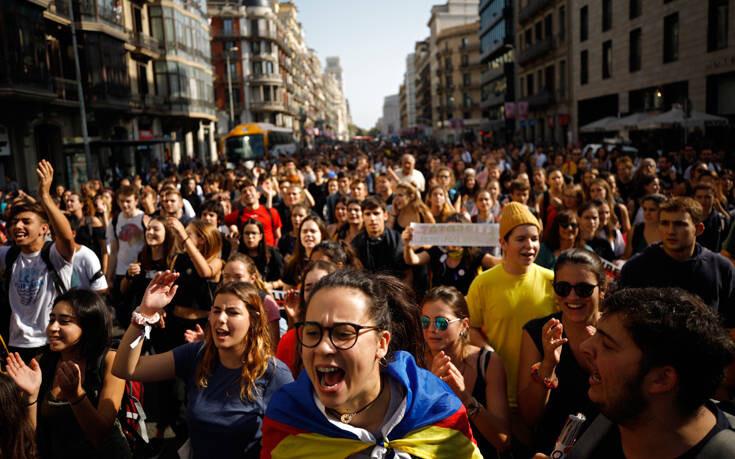 Αποφυλακίστηκαν οι εννέα Καταλανοί ηγέτες