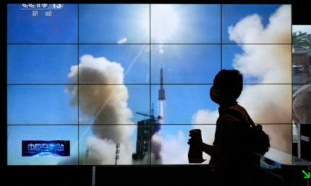 Το επανδρωμένο Shenzhou-12 προσδέθηκε στον κινεζικό διαστημικό σταθμό Τιανγκόνγκ