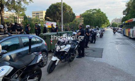 Ένταση μεταξύ αστυνομικών και αντιεξουσιαστών στην είσοδο της πλατείας Χημείου του ΑΠΘ
